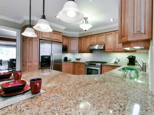 Detached at 2116 Laurelwood Dr, Oakville, Ontario. Image 7