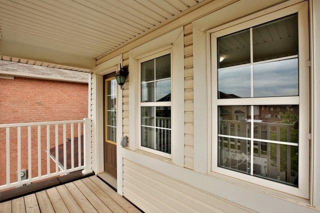 Detached at 27 Klemscott Rd, Brampton, Ontario. Image 9
