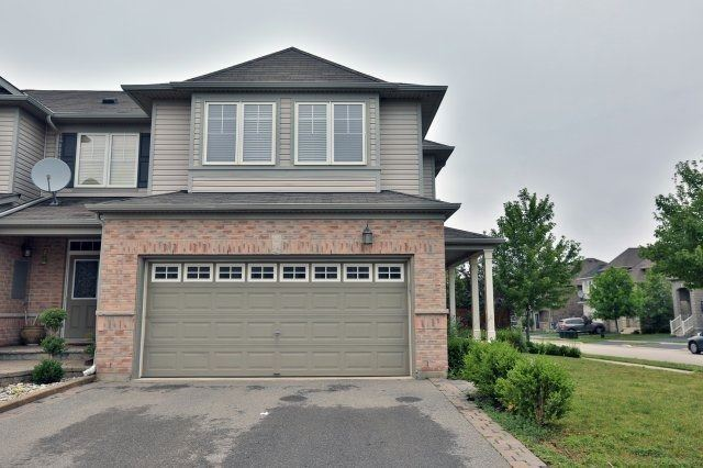 Townhouse at 3335 Stalybridge Dr, Oakville, Ontario. Image 1