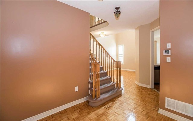 Semi-detached at 79 Ashdale Rd, Brampton, Ontario. Image 17