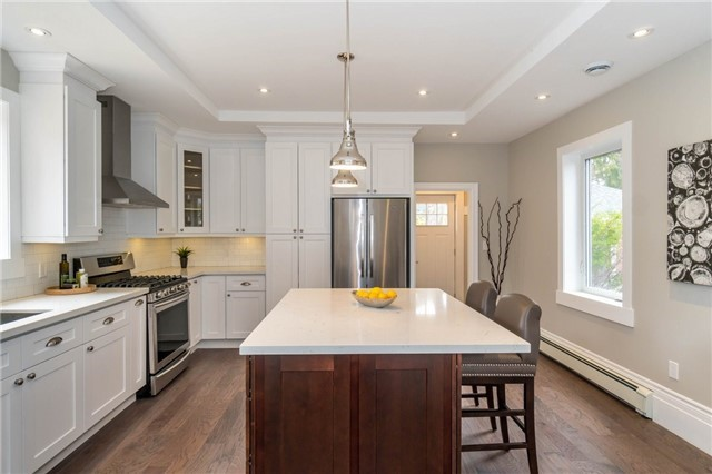 Detached at 871 North Service Rd, Mississauga, Ontario. Image 13