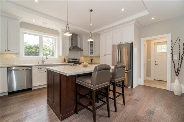 Detached at 871 North Service Rd, Mississauga, Ontario. Image 15