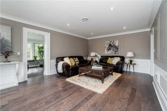 Detached at 871 North Service Rd, Mississauga, Ontario. Image 18