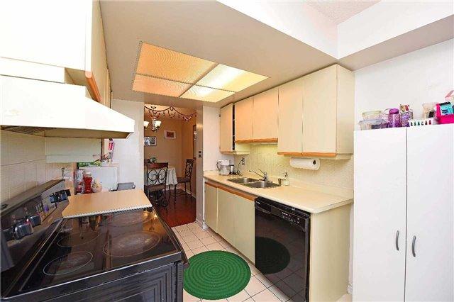 Condo Apartment at 30 Malta Ave, Unit 2110, Brampton, Ontario. Image 16