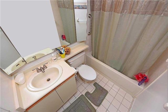 Condo Apartment at 30 Malta Ave, Unit 2110, Brampton, Ontario. Image 3