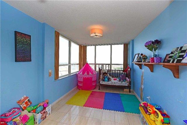 Condo Apartment at 30 Malta Ave, Unit 2110, Brampton, Ontario. Image 5