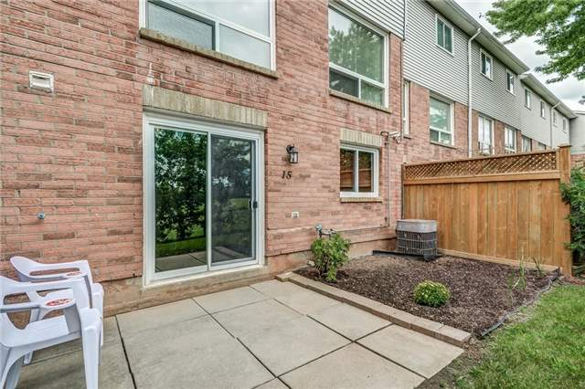 Condo Townhouse at 1176 Kelsey Crt, Unit 15, Oakville, Ontario. Image 11