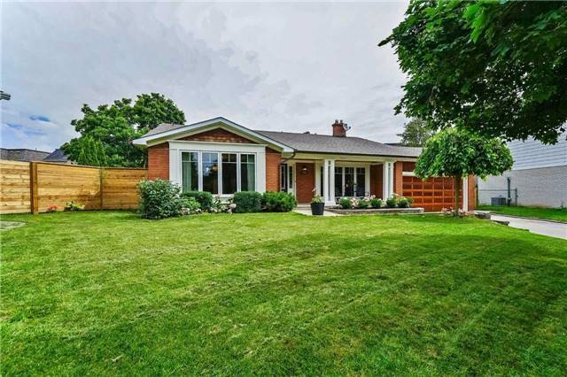 Detached at 215 Weybourne Rd, Oakville, Ontario. Image 1