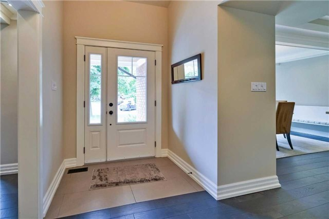 Detached at 215 Weybourne Rd, Oakville, Ontario. Image 12