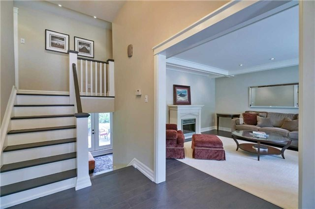Detached at 215 Weybourne Rd, Oakville, Ontario. Image 14