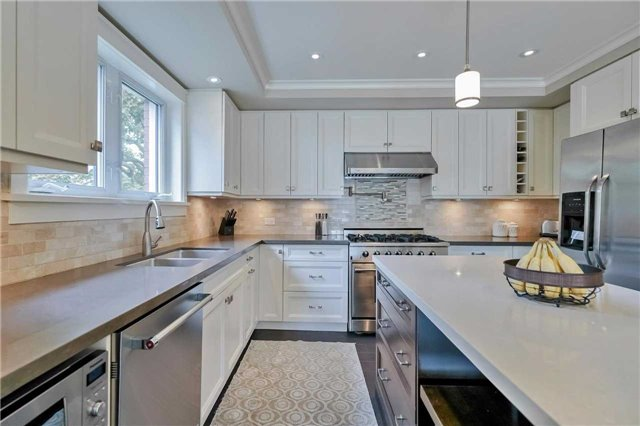 Detached at 215 Weybourne Rd, Oakville, Ontario. Image 17