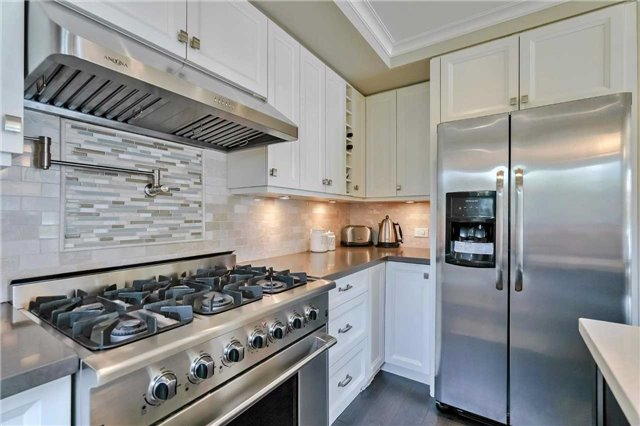 Detached at 215 Weybourne Rd, Oakville, Ontario. Image 18