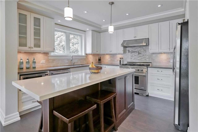 Detached at 215 Weybourne Rd, Oakville, Ontario. Image 4