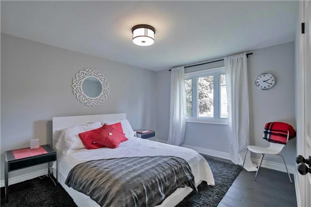 Detached at 215 Weybourne Rd, Oakville, Ontario. Image 5