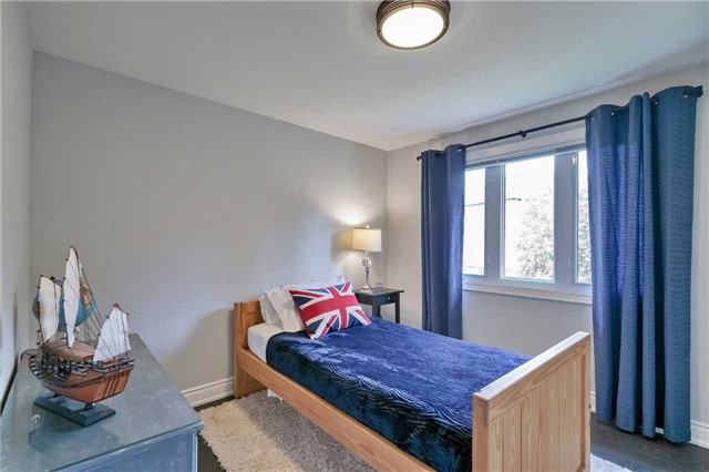 Detached at 215 Weybourne Rd, Oakville, Ontario. Image 6