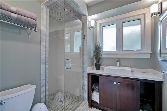 Detached at 215 Weybourne Rd, Oakville, Ontario. Image 7