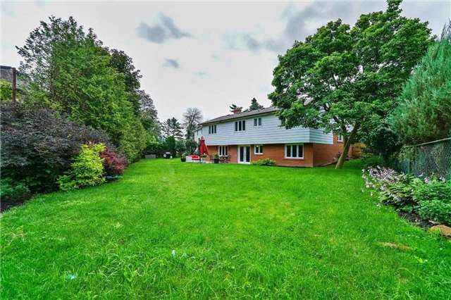 Detached at 215 Weybourne Rd, Oakville, Ontario. Image 9