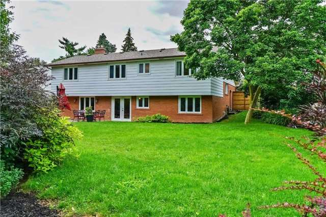 Detached at 215 Weybourne Rd, Oakville, Ontario. Image 13