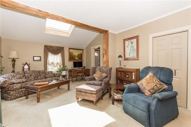 Detached at 812 Forks Of The Credit Rd, Caledon, Ontario. Image 3