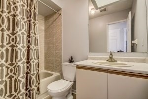 Condo Townhouse at 455 Apache Crt, Unit #37, Mississauga, Ontario. Image 4