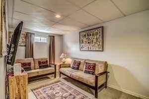 Condo Townhouse at 455 Apache Crt, Unit #37, Mississauga, Ontario. Image 10