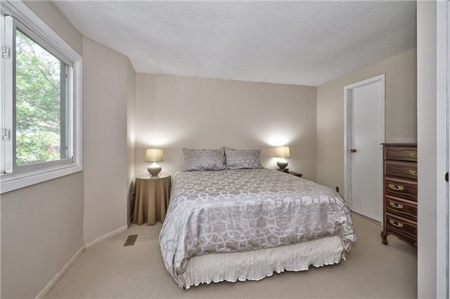 Condo Detached at 1835 Hyde Mill Cres, Mississauga, Ontario. Image 20