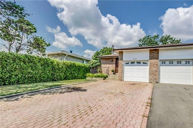 Semi-detached at 949 Stainton Dr, Mississauga, Ontario. Image 1