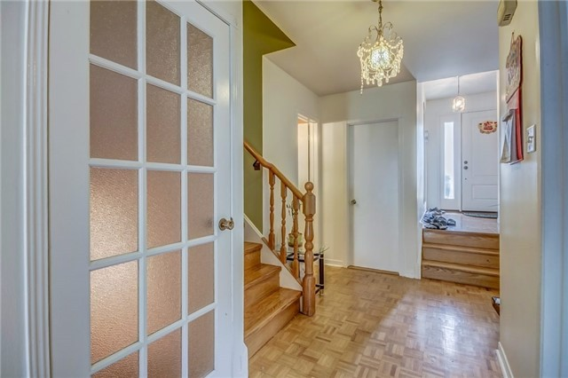 Semi-detached at 949 Stainton Dr, Mississauga, Ontario. Image 12