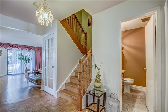 Semi-detached at 949 Stainton Dr, Mississauga, Ontario. Image 14