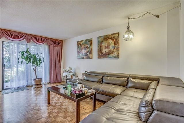 Semi-detached at 949 Stainton Dr, Mississauga, Ontario. Image 15