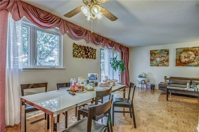 Semi-detached at 949 Stainton Dr, Mississauga, Ontario. Image 19