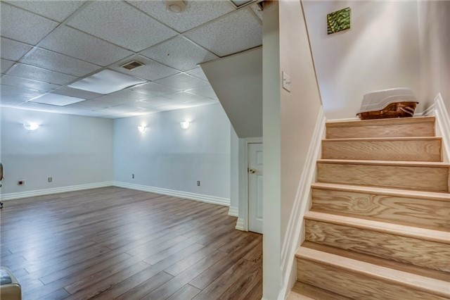 Semi-detached at 949 Stainton Dr, Mississauga, Ontario. Image 7