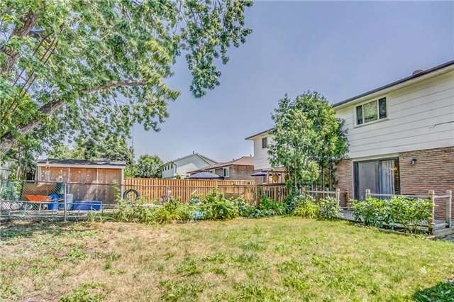 Semi-detached at 949 Stainton Dr, Mississauga, Ontario. Image 13