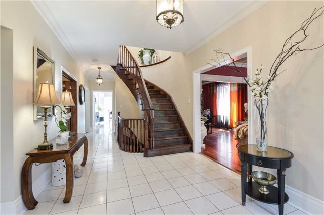 Detached at 2760 Rainbow Cres, Mississauga, Ontario. Image 14