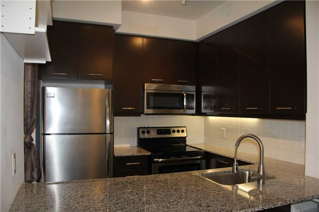 Condo Townhouse at 370 Square One Dr, Unit 25, Mississauga, Ontario. Image 3