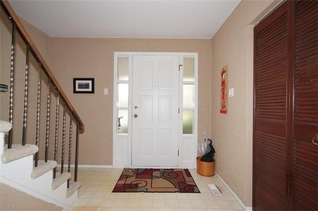 Detached at 2514 Woburn Cres, Oakville, Ontario. Image 12