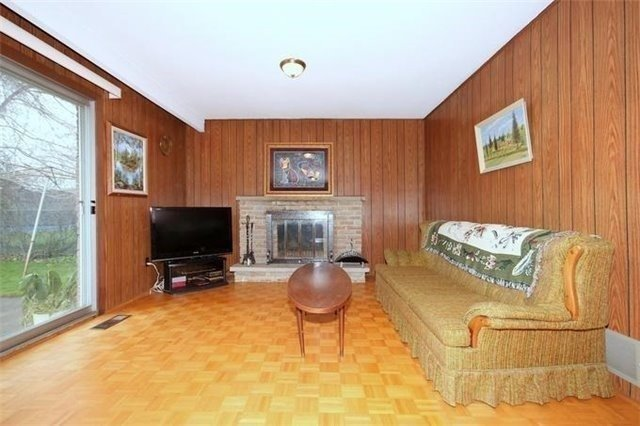 Detached at 2514 Woburn Cres, Oakville, Ontario. Image 2
