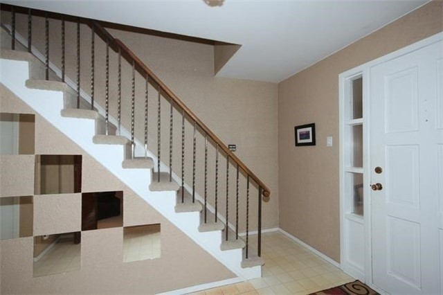 Detached at 2514 Woburn Cres, Oakville, Ontario. Image 5