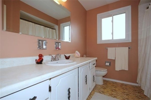 Detached at 2514 Woburn Cres, Oakville, Ontario. Image 10