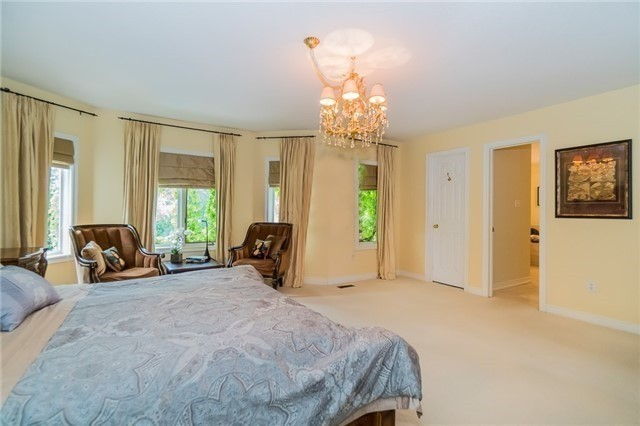 Detached at 2025 Oak Springs Rd, Oakville, Ontario. Image 5