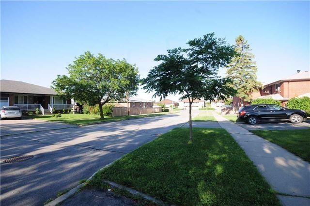 Detached at 63 Bartel Dr, Toronto, Ontario. Image 1