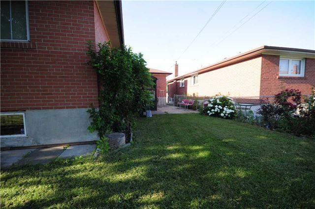 Detached at 63 Bartel Dr, Toronto, Ontario. Image 3