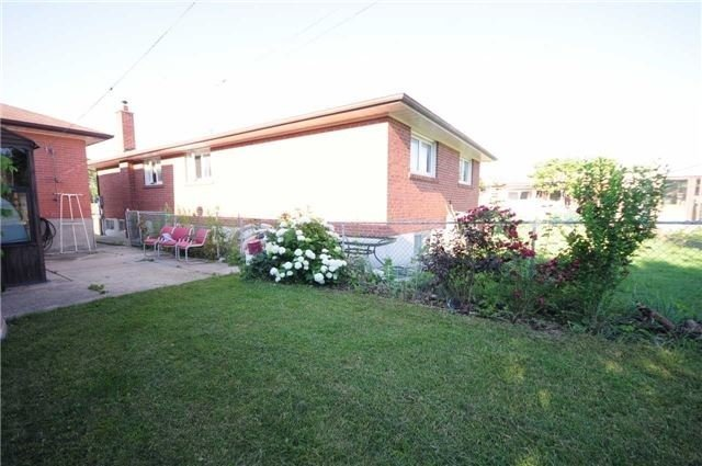 Detached at 63 Bartel Dr, Toronto, Ontario. Image 4