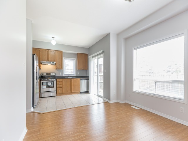 Semi-detached at 2 Flurry Circ, Brampton, Ontario. Image 19