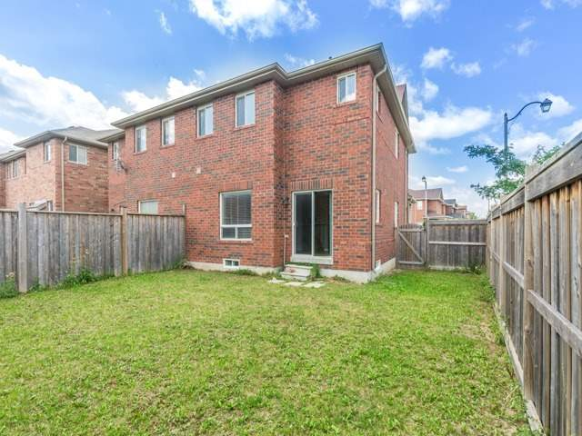 Semi-detached at 2 Flurry Circ, Brampton, Ontario. Image 13