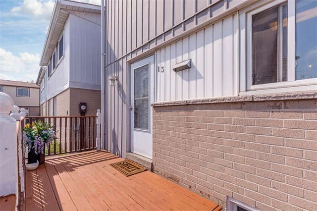 Detached at 13 Greenbush Crt, Brampton, Ontario. Image 7