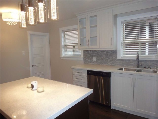 Semi-detached at 2413 Padstow Cres, Mississauga, Ontario. Image 12