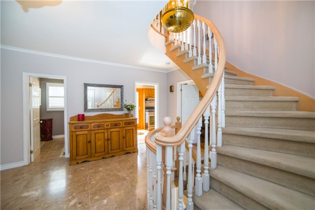 Detached at 2442 Thorn Lodge Dr, Mississauga, Ontario. Image 14