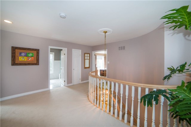 Detached at 2442 Thorn Lodge Dr, Mississauga, Ontario. Image 20