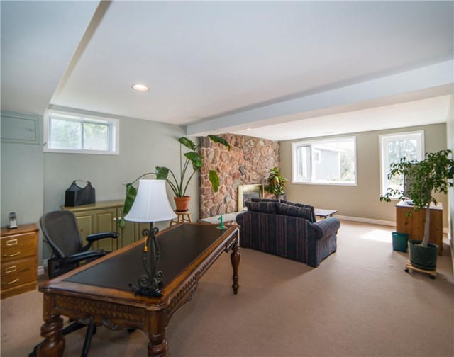 Detached at 2442 Thorn Lodge Dr, Mississauga, Ontario. Image 7